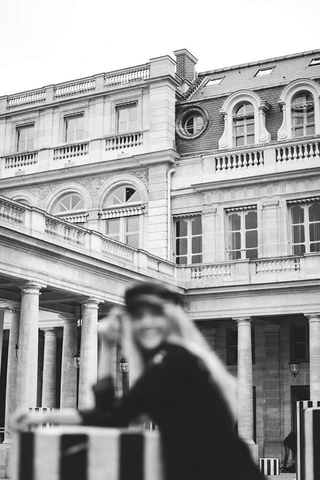 KarienAnne-191011-KIM-Paris-1-Colonnes-006-bw-860px copy